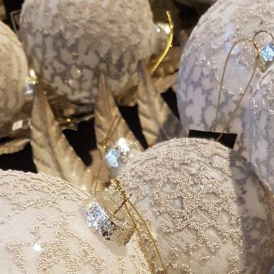witte-glitter-kerstballen-1024x680.jpg